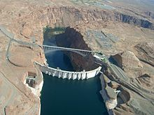 220px-Glen_Canyon_Dam_Lake_Powell
